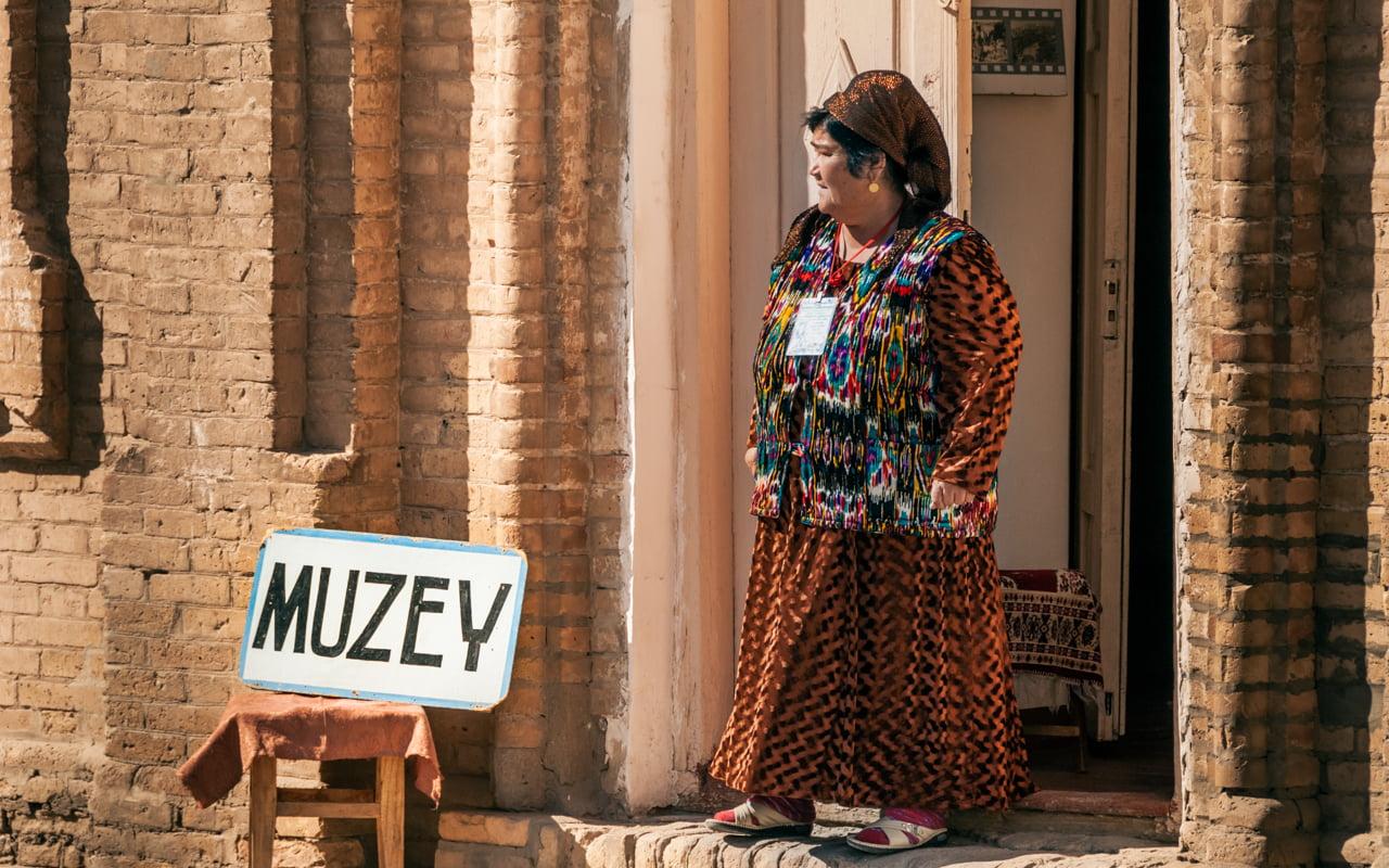 moneda uzbekistán